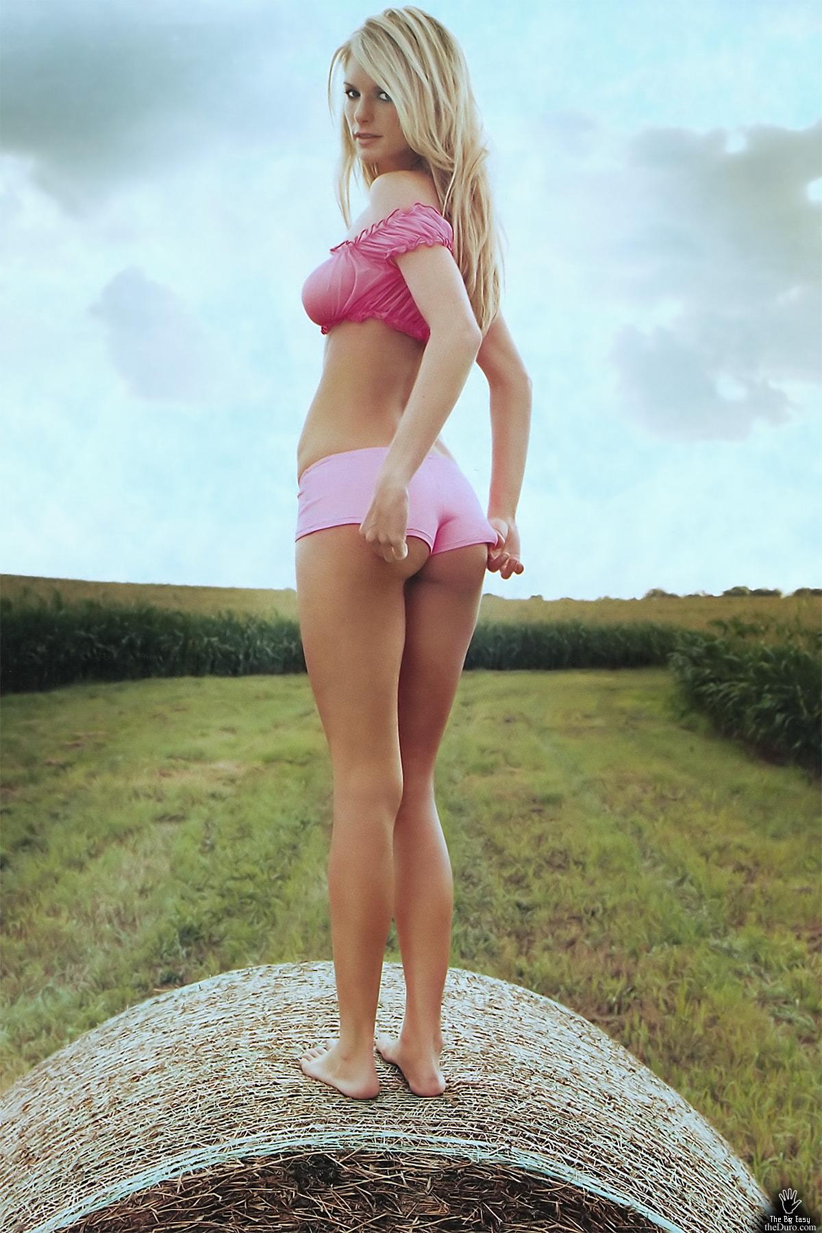 Фото девочки показывают голую попу 19 фотография